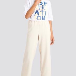 Elastic waistseam cropped pants fra Emilie Britings kollektion med Na-kd