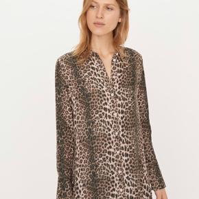 Super lækker skjortens dejlig kvalitet i dejlige brune og svagt Rosa farver.