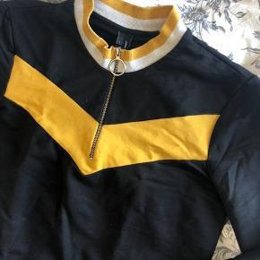 Fed retro trøje🤖 God stand, blødt stof Er normalt en small og brugte den som oversized trøje
