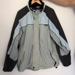 Se mere på instagram: ud_af_skabet_ H2O jakke  Str L Cond 7 Mp 150 Bin 250