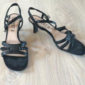 Esprit sandal sort med hæl.