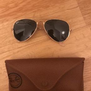 Flotte rayban solbriller, som aldrig er brugt. Kom med et bud