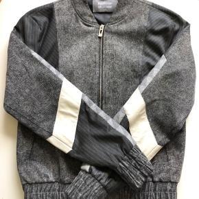 HAN Kjøbenhavn x Pendleton jakke fra 2016. NP: 3000,- Gået med et par gange, men så god som ny. Fitter småt, er selv 176cm og slank.
