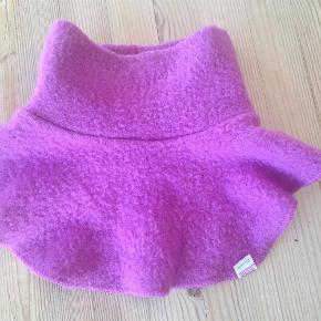 Varetype: Halsedisse ULDStørrelse: 4/ 5/ 6 Farve: Pink/Lilla Oprindelig købspris: 100 kr.  Halsedisse i 100% uld. Næsten ikke brugt, så kom med et bud! :)