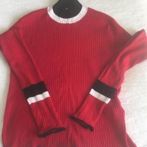Tætsiddende rib trøje fra Zara.   Er kun brugt en gang
