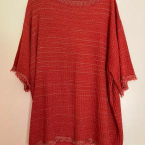 Rød tunika med glimmer detaljer fra zara i str small
