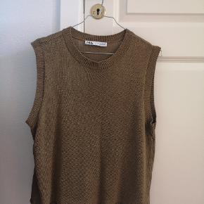 Armygrøn/brun strikvest fra Zara. Næsten ikke brugt - derfor som ny. Str small. Sælger magen til i beige/off white