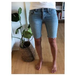Fine denim shorts Har selv klippet dem Fitter xxs/xs (str 24,25)