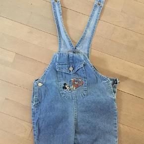 Brand: Mini kids Walt Disney Varetype: Shorts Farve: Blå Prisen angivet er inklusiv forsendelse.  Shortalls