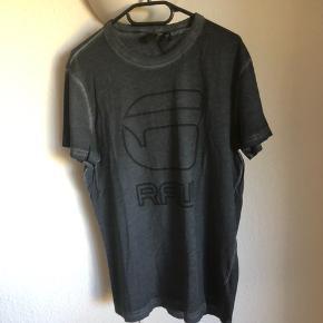 T shirt fra RAW med prismærke - aldrig brugt.