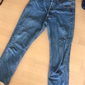 Levis jeans i lys denim farve str w30 l30. Kan desværre ikke passe dem