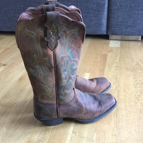 Ægte Cowboy støvler - købt i Texas, USA. Aldrig brugte. Passer en 38,5/39. Nypris $360.