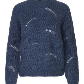 Samsøe samsøe sweater i farven Bijou blue. Str M Købt sidste vinter. Får ikke brugt den da den er for stor til mig.  Nypris 1600kr
