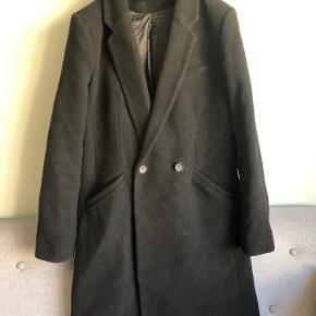Vinterfrakke fra ZARA str. M men kan også bruges af en S  Trænger til en fnugrulle