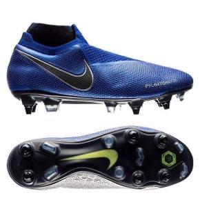 Nike Phantom Vision Elite SG-Pro AC  Fodboldstøvler  Str. 42 Normalpris 2150,-  Sælges for 899,-  Aldrig brugt og medfølger ekstra sæt knopper (8x13mm + 4x15mm), værktøj til at skifte knopper og en støvlepose.