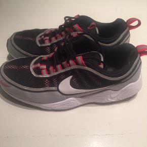 Nike spiridon str.42.5 brugt få gange og er i super fin stand