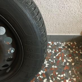 Roue complète avec pneus hiver.
