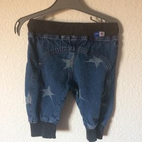Molo - jeans Str. 74 Næsten som ny Farve: mørkeblå med stjerner Køber betaler Porto!  >ER ÅBEN FOR BUD<  •Se også mine andre annoncer•  BYTTER IKKE!