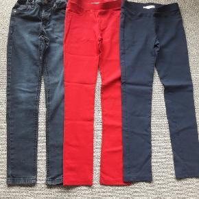 Bukser str 140 Cowboybukser brugt  De 2 andre par næsten som nye  Fra røgfrit og dyrefrit hjem  Samlet pris på 65 kr
