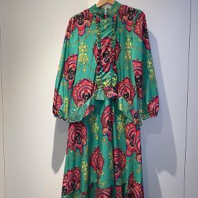 Tales Of Rebels kjole