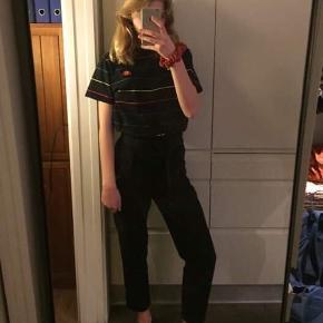 Basic billige sorte bukser med bindebånd foran fra Zara. Størrelse S. 👌🏻