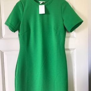 Flot figursyet tropic green kjole. 2 % elastan