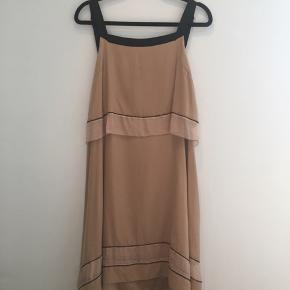 Smuk silkekjole i charleston snit købt i NYC