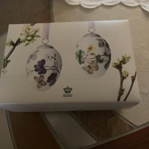 Royal æg 2 stk i dobbelt æske et samler objekt  I original æske med 2 farver bånd samt rede  2016 sommerfugle (1249 967) Sender + Porto 38 kr