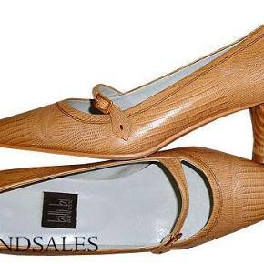 Varetype: sko str 38,5  Størrelse: 38.5 Farve: lys brun Oprindelig købspris: 999 kr.  Flot lysebrun pumps fra Billi Bi med en hælhøjde på 5 cm.  Skoen har været på en enkelt gang og er som ny.