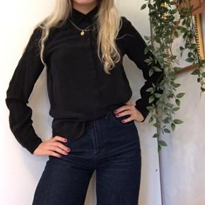 100% silke skjorte fra Norr 🌸   Mødes gerne i Aarhus eller sender - køber betaler fragt 📦💗