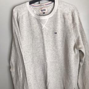 Har disse to Tommy Hilfiger sweaters som jeg kun har brugt meget få gange (max. 2 gange) De fejler Intet og er så godt som nye:) Køb dem begge for 700kr (NP= 1400kr) kom med bud:)