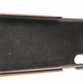 Burberry cover til iPhone X  Lidt af hjørnet er knækket, men kan limes. Ellers rigtigt fint