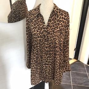 Lækker skjorte/kjole fra Mango str. Xl svarer til en 40/42 Brugt en gang. Mp 135 kr pp