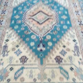 Meget smurt ægte tæppe i fineste kvalitet