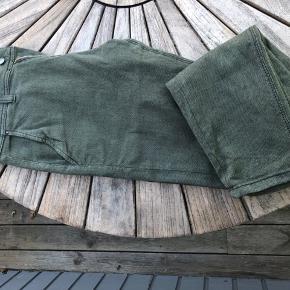 Rigtig fede og lækre bukser, der ikke er brugt særligt meget! Står nærmest som ny!