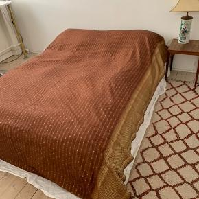 Flot sengetæppe i 100% silke