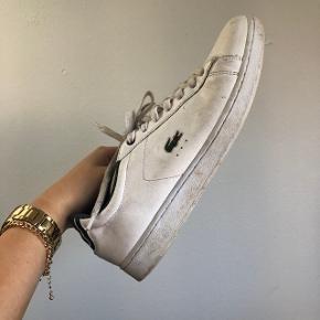 Nypris var 1000 (hvis jeg husker rigtigt), det en rigtig fin sko her til sommer eller hvis man skal til et lidt finere ting, fejler intet overhovedet;)