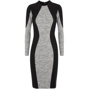 Så fantastisk kjole, der bare skaber den smukkeste silhouet og sidder dom en drøm. Den perfekte kjole på de kolde dage.