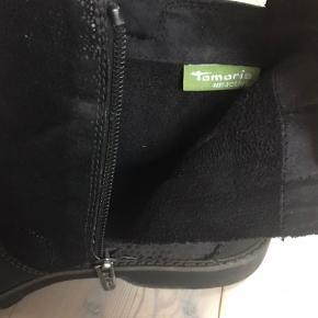 Støvler med ledt for   Har brugt dem meget, så de er slidte, men stadig rigtig fine  Skriv endelig for flere billeder   BYD gerne