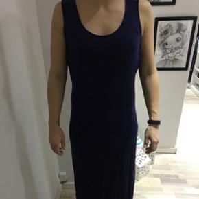 Lang maxi kjole fra Nelly aldrig brugt