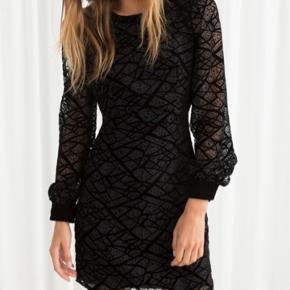 Sælger denne mega seje kjole i en str small, den er helt ny stadig med tags. Ny prisen var 695kr, byd gerne:))