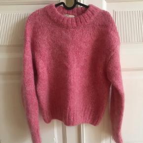 Super lækker sweaters i mohair blend. Standen er mellem næsten som ny og god men brugt, kom med et bud😊