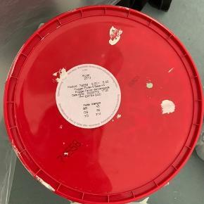 5 liters maling spand fra Flügger, indendørs maling. Brugt lidt. Farven hedder 2513. Den er blandet og åbnet for ca 1,5 uges tid siden.  Kan afhentes på Nørrebro.