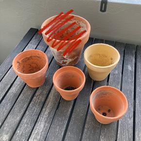 4 urtepotter / Potter / potteplanter / krukker   Sælges samlet. Afhentes i aalborg.   Højde ca. 9-10 cm