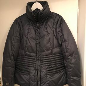 Nypris var 3400kr Købt for nogle år siden Vil passe en medium/large  Mørkeblå med grålige toner Super fed jakke til overgangsvejr