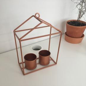 """Kobberfarvet """"hus"""" til planter eller lys sælges. Afhentes i Aalborg C eller sendes på købers regning 😄"""