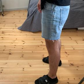 CM SHORTS STR: 36 men fitter 34 Gamle CM jeans lavet til shorts, ret behagelig, ikke brugt meget