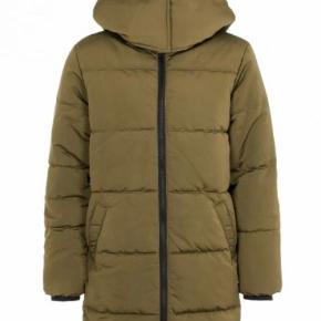 Vinterjakke  LMTD Bestseller jakke - kun brugt et par gange. Kan passes af en small / medium, selvom det hedder str 176 børnestørrelse