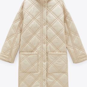 Spritny vatteret, lettere shiny frakke fra ZARA. Limited edition!  Brugt to gange.. BYD endelig!