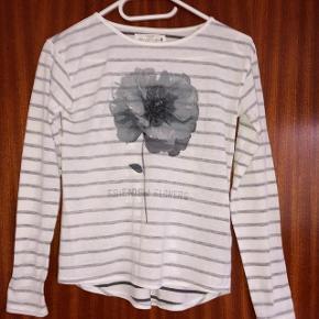 H&M gråstribet bluse str 146-152 cm 10-12 år.